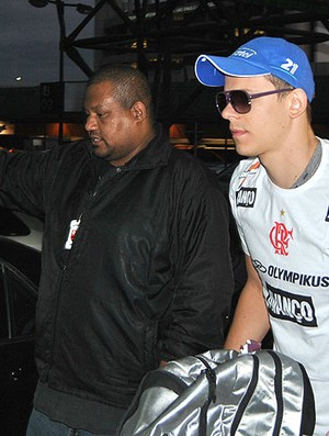 Cesar Cielo no desembarque em São Paulo (Foto: João Gabriel / Globoesporte.com)