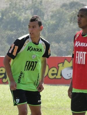 Zagueiro Otávio e volante Dudu, do América-MG (Foto: Valeska Silva / Globoesporte.com)