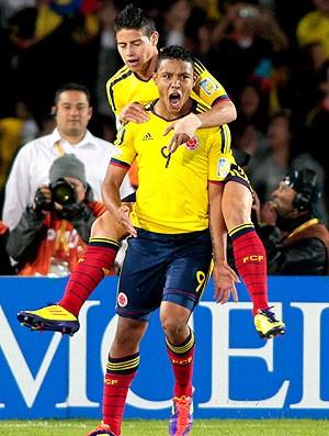 Luis Muriel comemora gol da Colômbia contra a Costa Rica no sub-20 (Foto: Reuters)