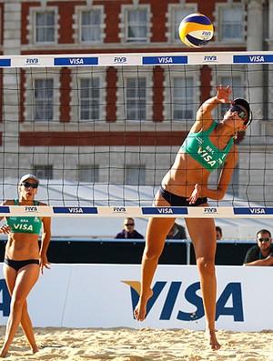 vôlei de praia evento teste londres 2012 Tatiana lima e vivian danielle (Foto: agência AP)