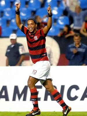 Ronaldinho comemora gol do Flamengo contra o Atlético-PR (Foto: Nina Lima / Vipcomm)