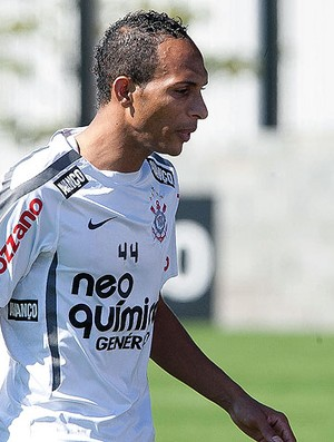 Liedson no treino do Corinthians (Foto: Ag. Estado)