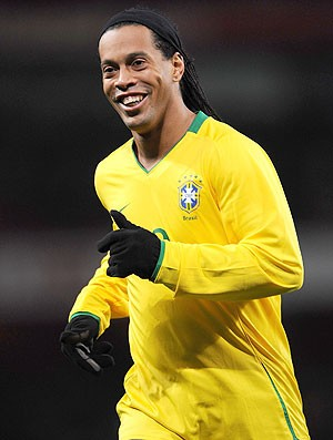 Ronaldinho com a camisa da Sele&#231;&#227;o Brasileira (Foto: Getty Images)