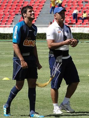 Fabricio no treino do Cruzeiro (Foto: Fernando Martins/Globoesporte.com)