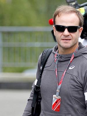 Barrichello na chegada para os treinos em Spa Francorchamps (Foto: Reuters)
