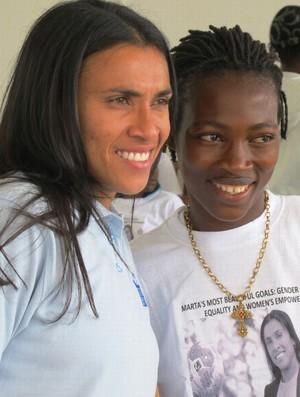 Marta em visita a Serra Leoa (Foto: A.Poltier / UNDP)