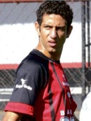 Thiago Feltri, lateral-esquerdo do Atlético-GO (Foto: Mantovani Fernandes/O Popular)