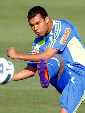Vinicius no treino do Palmeiras (Foto: José Patrício/Agência Estado)