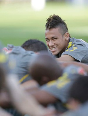 Neymar no treino da Selecao Brasileira (Foto: Mowa Press)