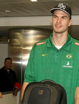 basquete Splitter desembarque (Foto: Ag. Estado)