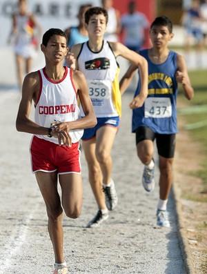 Matheus Silva Assis, campeão da prova dos 1.000m nas Olimpíadas Escolares (Foto: Gaspar Nóbrega / COB)