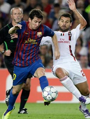 Messi e Nocerino, Barcelona x Milan (Foto: Reuters)
