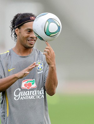 Ronaldinho Gaúcho treino Seleção (Foto: Mowa Press)