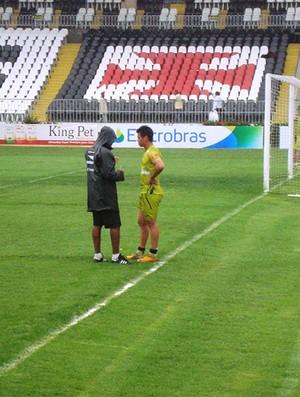 cristovão buarque conversa com bernardo vasco treino (Foto: Fábio Leme / Globoesporte.com)