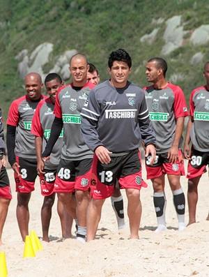 jogadores figueirense treino praia mole (Foto: Divulgação / Site Oficial do Figueirense)