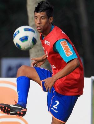 Leo Moura no treino do Flamengo (Foto: Marcelo Theobald/Agência O Globo)