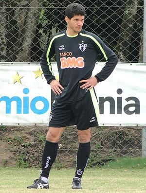 Magno Alves no treino do Atlético-MG no Sul (Foto: Marco Antônio Astoni / Globoesporte.com)