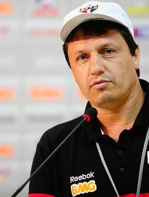 adilson batista são paulo (Foto: Marcos Ribolli/GLOBOESPORTE.COM)