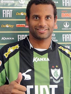 Everton Luiz zagueiro do américa-MG (Foto: Tarcisio Badaró / GLOBOESPORTE.COM)