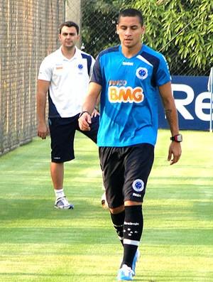 Wellington Paulista no treino do Cruzeiro (Foto: Leonardo Simonini / GLOBOESPORTE.COM)