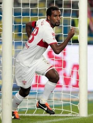 Cacau comemora gol do Stuttgart (Foto: Divulgação/Site Oficial do Stuttgart)