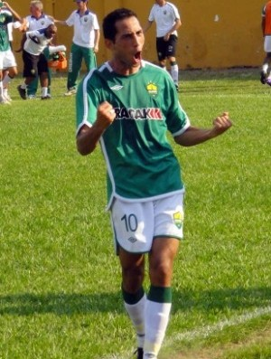 Fernando atacante do Cuiabá esporte clube comemorando gol (Foto: Assessoria)