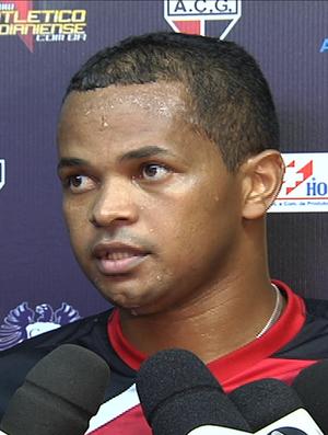 Gilson, zagueiro do Atlético-GO (Foto: Reprodução/TV Anhanguera)