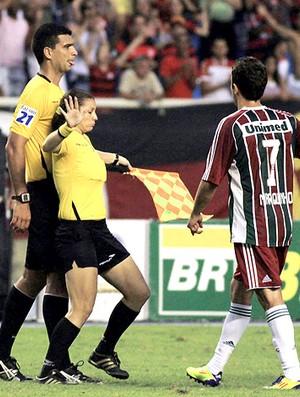 Confusão árbitro fluminense x flamengo (Foto: Photocâmera)