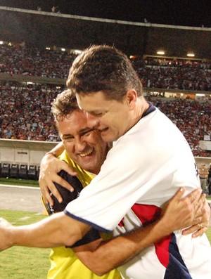 Zé Teodoro comemora o acesso à Série C (Foto: Aldo Carneiro/GLOBOESPORTE.COM)