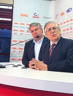 João Paulo de Jesus Lopes e Adalberto Baptista, diretores do São Paulo (Foto: Marcelo Prado/Globoesporte.com)