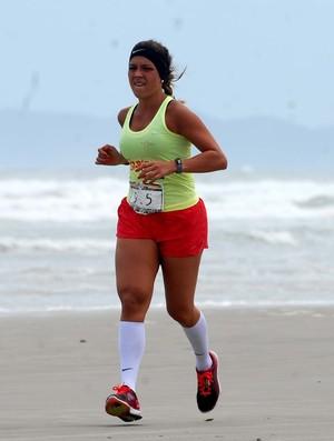 Sol e mar desafiam a jovem corredora (Foto: Alexandre Durão / Globoesporte.com)