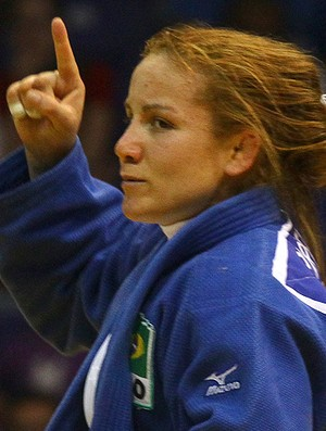 'Baixinha' Portela derrota 'gigante' americana e é bronze no judô