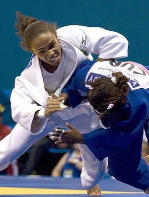 Erika Miranda na luta contra a cubana no judô do Pan (Foto: EFE)