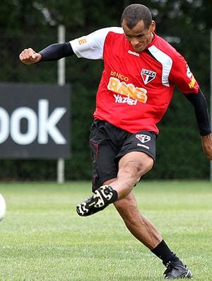 Rivaldo no treino do São Paulo (Foto: João Neto / VIPCOMM)