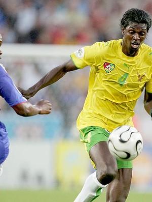 Adebayor jogando pela seleção de Togo (Foto: Getty Images)