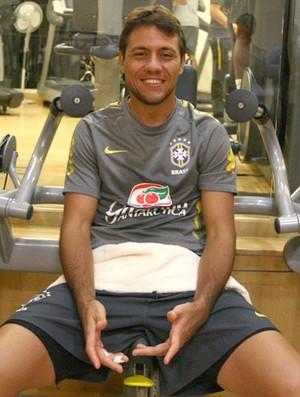 Diego Alves em treino fisico da Seleção Brasileira (Foto: Mowa Press)