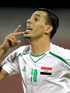 Yunes Mahmoud comemora gol na partida entre Iraque e China (Foto: AFP)
