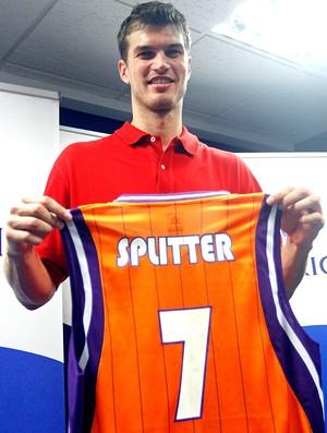 Tiago Splitter é apresentado no Valencia (Foto: EFE)