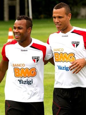 Luis Fabiano e Fernandinho no treino do São Paulo (Foto: Luiz Pires / VIPCOMM)