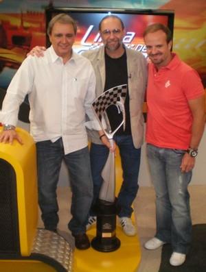 Em 2009 o artista da velocidade Paulo Soláriz entregou a Rubens Barrichello uma escultura sobre as 100 vitórias brasileiras na Fórmula 1 (Foto: Alexander Grünwald / Globoesporte.com)