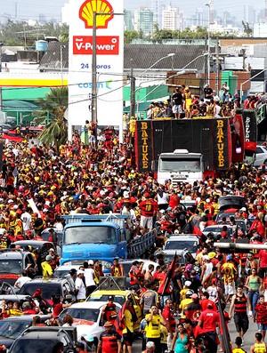 carreata de comemoração dp Sport em Recife (Foto: Ag. Estado)