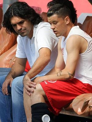 D´Alessandro com Fernandão no treino do Internacional (Foto: Jefferson Bernades / Vipcomm)