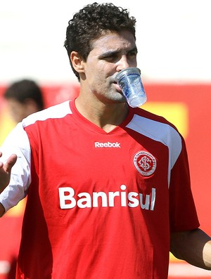 Bolívar no treino do Internacional (Foto: Jefferson Bernades / Vipcomm)