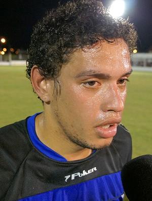 Carlos Eduardo volta a atuar, depois de mais de ano (Foto: Diego Guichard  / GLOBOESPORTE.COM)