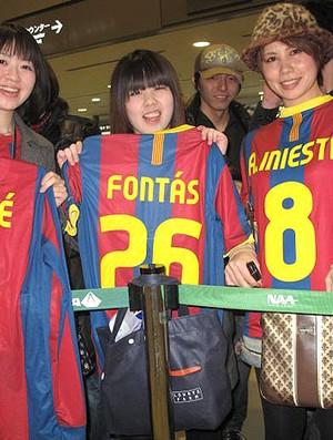 Torcedores do Barcelona no aeroporto no Japão (Foto: Thiago Dias/GLOBOESPORTE.COM)