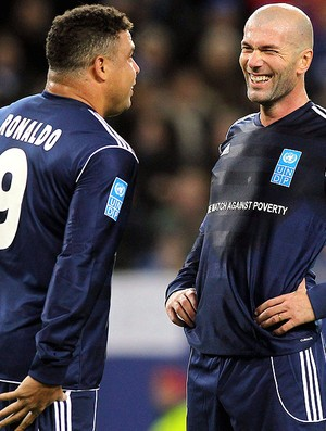 Ronaldo e Zidane (Foto: EFE)