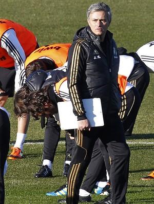 José Mourinho no treino do Real Madrid (Foto: EFE)