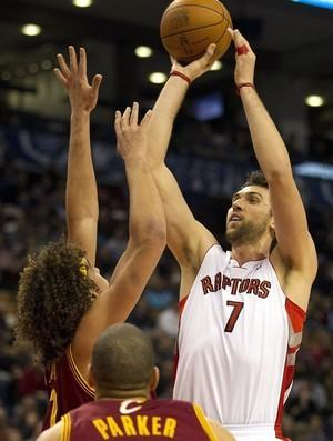 Andrea Bargnani e Anderson Varejão, Toronto Raptors x Cleveland Cavaliers (Foto: AP)