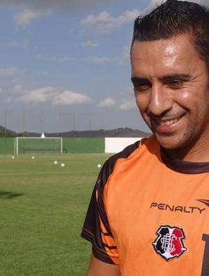 Luciano Henrique, meio-campo do Santa Cruz (Foto: Terni Castro / GloboEsporte.com)