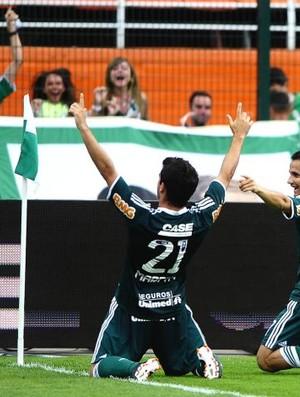 Pedro Carmona e Maikon Leite comemoram gol do Palmeiras (Foto: Marcos Ribolli / Globoesporte.com)